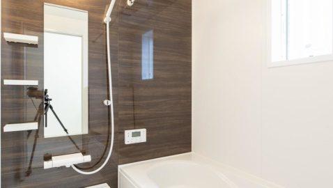 1坪タイプ、浴室衣類乾燥暖房機付き。窓があり換気も十分にできます。デザイン性、機能性、保温性なども高く日々の疲れを癒します。