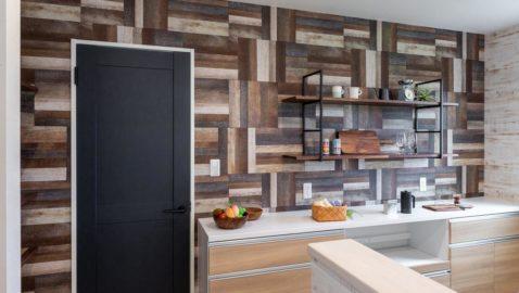 おしゃれな室内の仕上がりには建具などにもこだわりを。マットネイビーの建具を使用することで、統一感のあるインダストリアル空間を演出します。