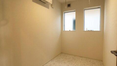 【ドライルーム】 雨の多い山陰で、天気や時間を気にせず洗濯物が干せるドライルームは想像以上に快適です。送風機付きでしっかり乾き、部屋干しの嫌な臭いもおさらば!