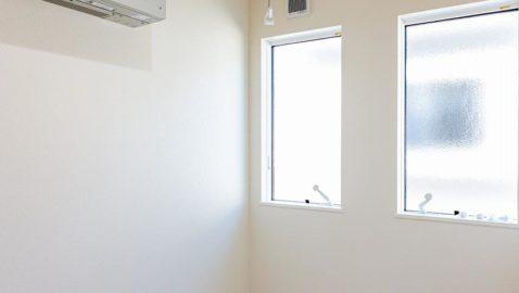 【ドライルームイメージ】 雨の多い山陰で、天気を気にせず洗濯物が干せるドライルームは想像以上に快適。送風機付きでしっかり乾き、部屋干しの嫌な臭いもおさらば! ※実際の間取り・仕様とは異なります。