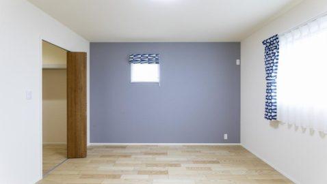 【主寝室(8帖)】 大きなベッドも入る、ゆとりある8帖の主寝室!広々ウォークインクローゼット付きなので、家族の物やオフシーズンの物などたっぷり収納できて便利です♪ ※写真はイメージです。