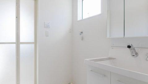 洗面所は広々3帖分!室内物干し付きなので、浴室暖房乾燥機と合わせるとドライルームとしても使えて便利です♪ ※写真はイメージです。
