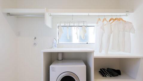 洗濯室や家事室に活用できるマルチルーム。ウインドキャッチ窓を採用し、効率良く衣類を乾かします。洗ってその場で干して畳めるので家事がスムーズ。こちらの物件は乾燥機、乾太くん付きです!!