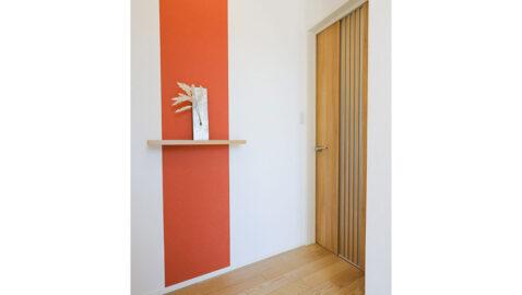 玄関を開けても部屋の中が丸見えにならないので安心。飾り棚でおしゃれにおもてなしが出来そうですね♪