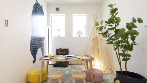 【当社施工事例】マルチルーム 4人家族でゆとりの予備室4.5帖。ライフスタイルの変化に応じて自在に使えます。仕事部屋や書斎、趣味、お子様のプレイルームなど用途は多彩です。